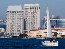在圣地亚哥海湾的下午航行 免版税库存图片