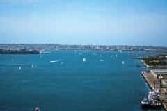 在圣地亚哥海湾的风船 免版税库存照片