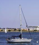 在圣地亚哥海湾的风船 免版税库存图片