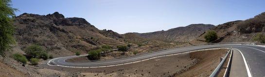 在圣地亚哥, C海岛的山的路  免版税库存照片