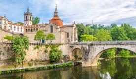 在圣地多明戈斯和修道院圣地Goncalo教会的看法在Amarante,葡萄牙 库存图片