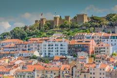 在圣地豪尔赫城堡的里斯本,葡萄牙地平线下午 免版税图库摄影