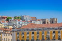 在圣地豪尔赫城堡的里斯本,葡萄牙地平线下午 免版税库存图片
