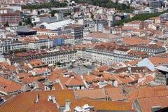 在圣地豪尔赫城堡的里斯本,葡萄牙地平线 库存图片