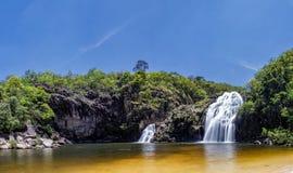 在圣地Batista的玛丽亚奥古斯塔瀑布做格洛里亚, Serra da Canastra -米纳斯吉拉斯州,巴西全景照片 免版税库存图片