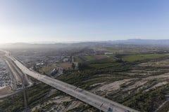 101在圣塔克拉拉河的高速公路鸟瞰图维特纳的C 库存照片