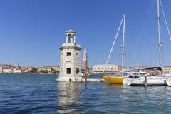 在圣塔圣马克` s钟楼的,共和国总督` s宫殿,威尼斯,意大利乔治Maggiore和看法的灯塔 库存图片