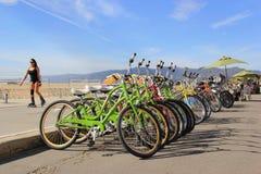 在圣塔蒙尼卡海滩的活动 免版税库存照片