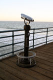 在圣塔蒙尼卡码头的望远镜 库存图片