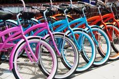 在圣塔蒙尼卡-威尼斯海滩的Bycicles 库存照片