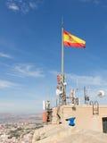 在圣塔巴巴拉城堡的西班牙旗子  免版税库存图片