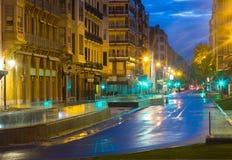 在圣塞瓦斯蒂安的街道在晚上 西班牙 免版税库存图片