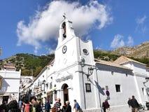 在圣塞瓦斯蒂安街上的教会在南部的西班牙地区的最美好的`白色`村庄的米哈斯一叫安达卢西亚 免版税库存图片