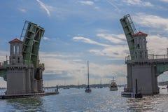 在圣奥斯丁,佛罗里达,美国打开吊桥 库存图片