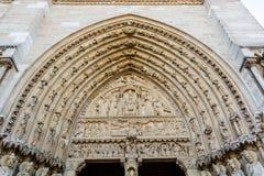 在圣安妮门户的门的被雕刻的曲拱西部fac的 库存图片