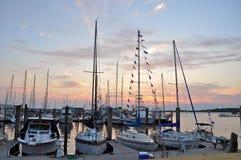 在圣安德鲁斯小游艇船坞的日落 免版税库存图片