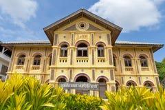 在圣安那Nong Saeng天主教里面的老经典殖民地式大厦在那空拍侬府,泰国 免版税库存照片