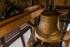 在圣巴塞洛缪` s大教堂塔的响铃  库存图片