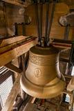 在圣巴塞洛缪` s大教堂塔的响铃  免版税库存图片