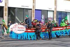 在圣帕特里克节游行渥太华,加拿大的龙小船 免版税库存图片