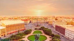在圣彼得堡的看法从以撒加州的顶端 免版税库存照片