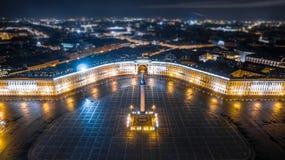 在圣彼得堡鸟瞰图的宫殿正方形 图库摄影