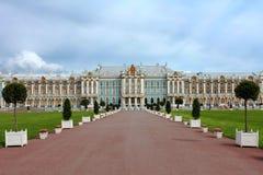 在圣彼得堡,俄罗斯附近的凯瑟琳宫殿 免版税库存照片