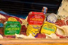在圣彼得罗海岛上的典型的罐装金枪鱼产品在Sard 库存照片