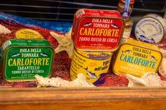 在圣彼得罗海岛上的典型的罐装金枪鱼产品在Sard 免版税库存照片