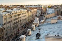 在圣彼德堡的老中心的屋顶的顶视图 免版税库存照片