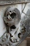 在圣徒加蒂安哥特式大教堂的面貌古怪的人游览的 库存图片