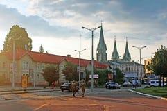 在圣徒奥尔加和伊丽莎白大教堂的看法从Horodotska街早晨,利沃夫州,乌克兰的 免版税库存图片