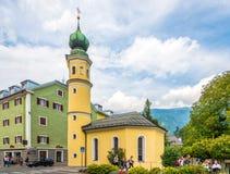 在圣徒安东尼氏族教会的看法在蒂罗尔市利恩茨-奥地利 库存照片