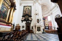 在圣徒里面彼得在1619年和保罗教会的宗教标志修造的 免版税库存照片