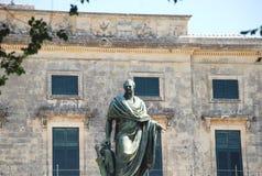 在圣徒附近迈克尔和乔治, Kerkyra,科孚岛海岛,希腊宫殿的Frederick亚当雕象  库存照片