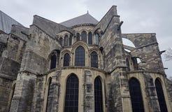 在圣徒Remi大教堂的Windows 免版税库存照片