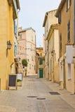在圣徒Tropez的街道 免版税库存图片