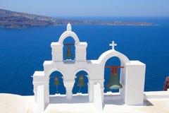在圣托里尼海岛的大钟楼在希腊 库存图片