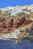 在圣托里尼海岛,北部,希腊上的Oia村庄 免版税库存图片