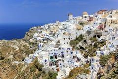 在圣托里尼海岛,北部,希腊上的Oia村庄 图库摄影