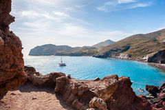 在圣托里尼海岛,希腊上的红色海滩 库存照片