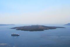 在圣托里尼,希腊海岛上的火山  免版税图库摄影