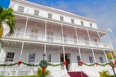 在圣托马斯海岛上的政府房子门面圣诞节的 免版税库存图片