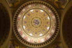 在圣斯蒂芬大教堂里面的圆顶 布达佩斯,匈牙利 库存图片