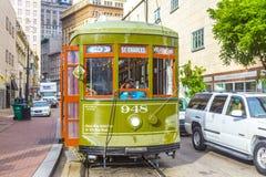 在圣查尔斯街线的路面电车在新奥尔良 免版税库存图片