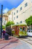 在圣查尔斯街线的路面电车在新奥尔良 免版税库存照片