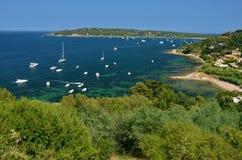 在圣特罗佩港口停住的游艇,法国 免版税图库摄影