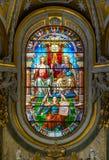 在圣玛丽亚小山谷`生命教会的彩色玻璃的三位一体,在罗马,意大利 免版税库存图片