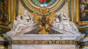 在圣玛丽亚小山谷`生命教会里加倍哈里斯堡帝国的朝向的老鹰象征,在罗马,意大利 图库摄影