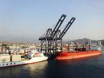 在圣玛尔塔,哥伦比亚怀有与船的看法 免版税库存照片